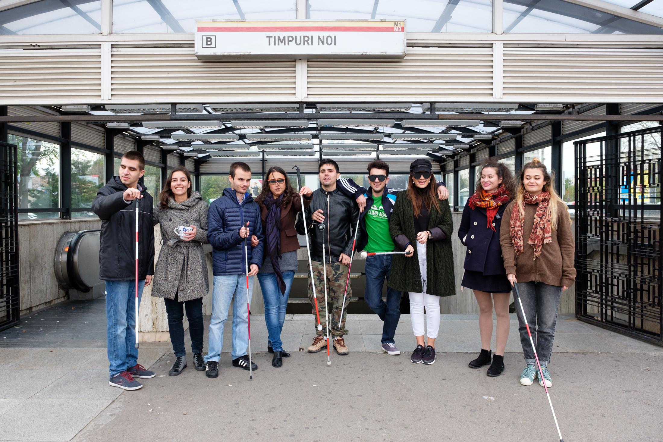CMU Senseability - atelier de mobilitate clasica. Participanti la statia de metrou Timpuri Noi, Bucuresti.